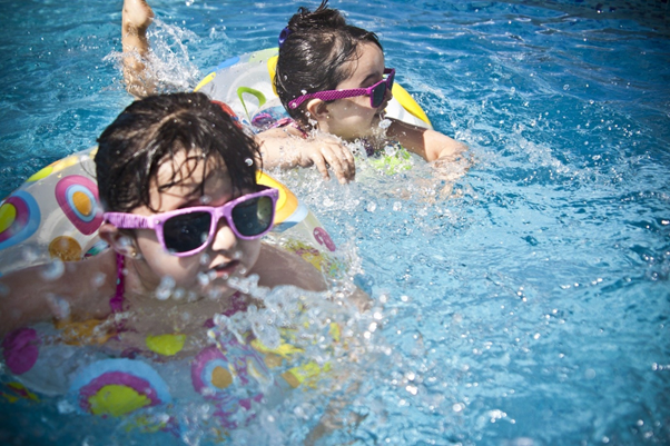 kolam renang aman untuk anak berenang